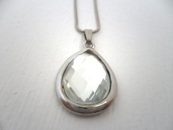 tear rain drop pendant necklace