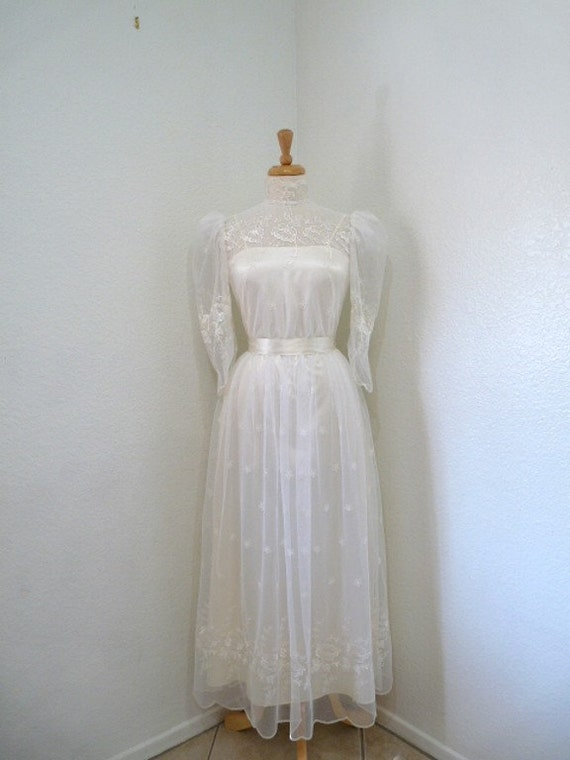 Lace wedding dress /1950s Wedding dress, Embroidered floral dress
