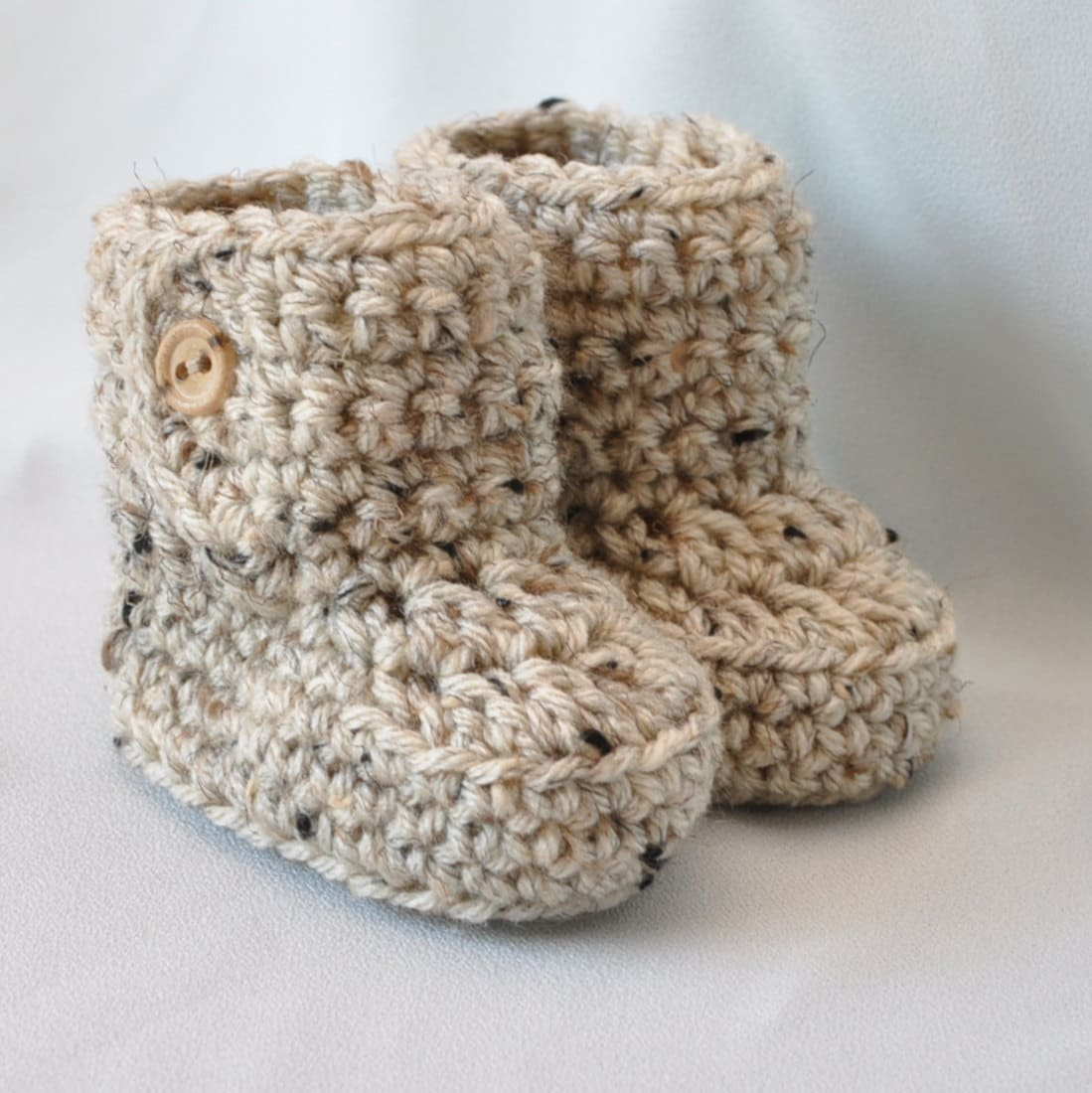 Crochet Baby Booties Pattern For Free : Baby Booties Crochet Baby Boots with button top size 0 to 6