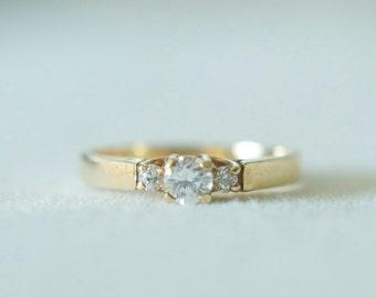 Vintage 3 stone ring 14k gold