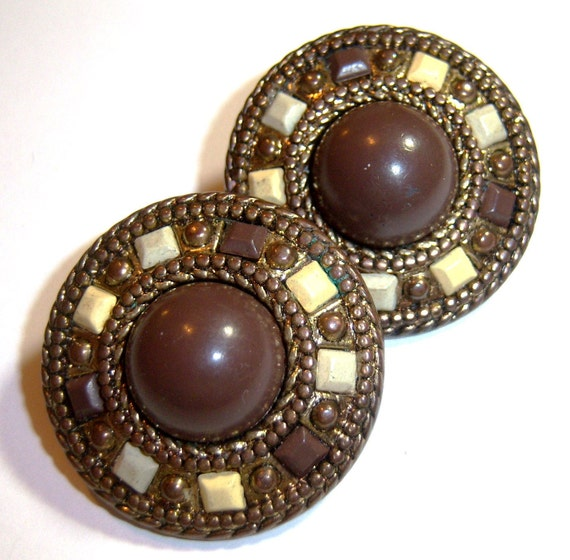 vintage large brown button clip on round earrings