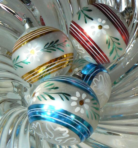 4 Vintage Hand Painted DAISY Christmas Ornaments Daisies Bulbs