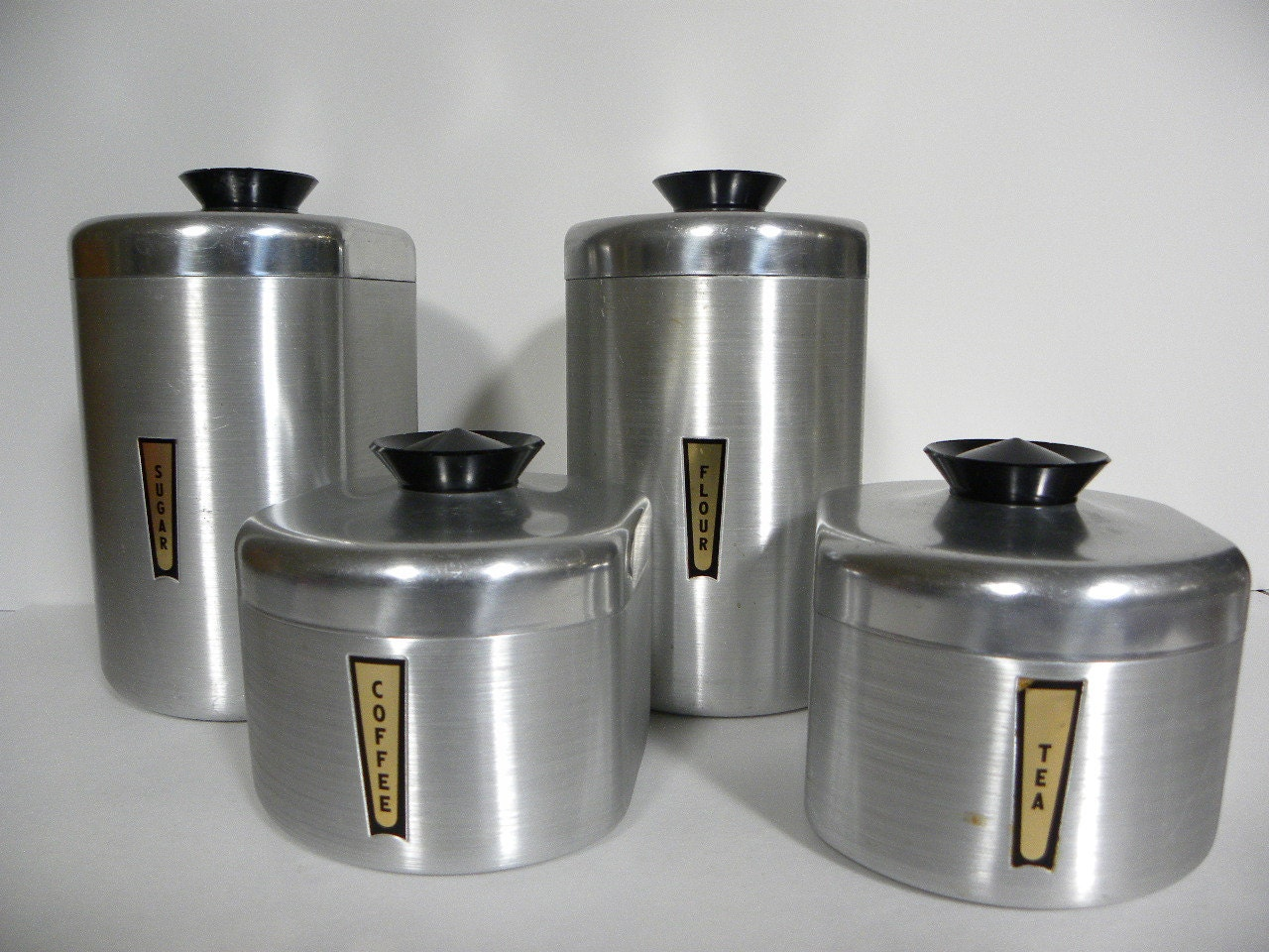 Vintage aluminum kitchen canister set complete by redrubyretro for Kitchen set dari aluminium