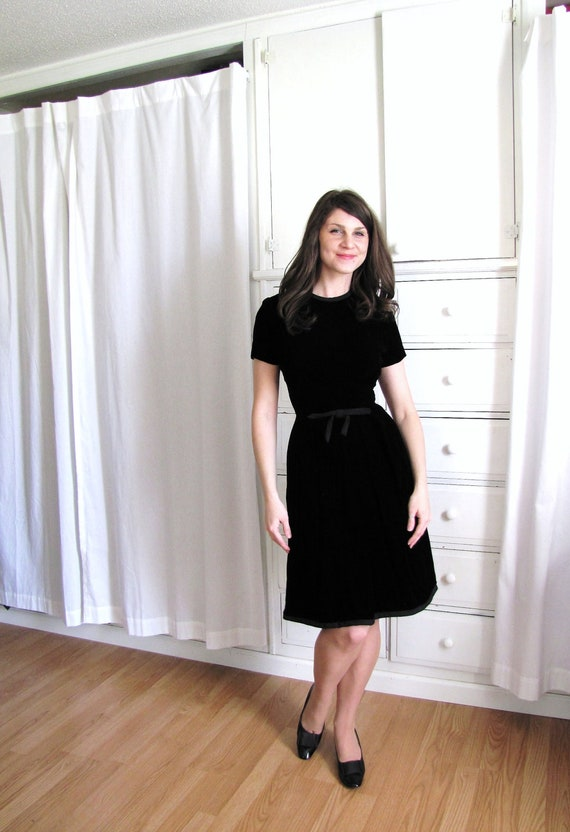 Vintage 50's Black Dress / 1950's Black Velvet Cocktail Dress