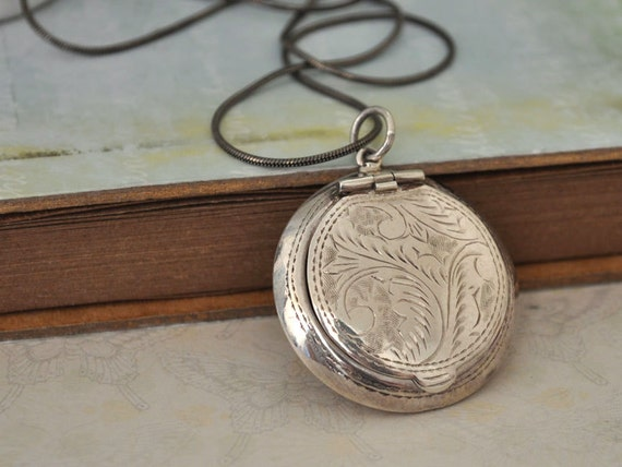 VINTAGE FIND antique sterling silver compact case pill box container locket necklace