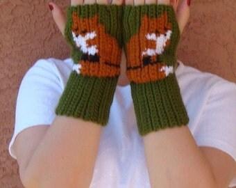 Fox Fingerless Gloves for Men or Women  - Dark Leaf Green Fingerless Gloves - Crochet Fingerless Gloves, Wrist Warmers MADE TO ORDER