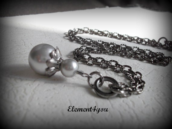 Bridesmaid necklace, Grey pearl necklace, Single pearl pendant, Black chain, Bridal party gift, Vintage necklace, Gunmetal tone
