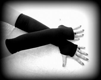 Fingerless black long gloves