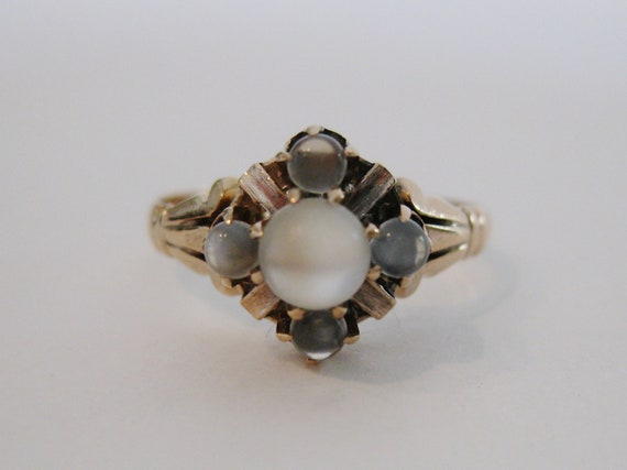 Lovely Antique Victorian 10K Yellow Gold Moonstone Ring