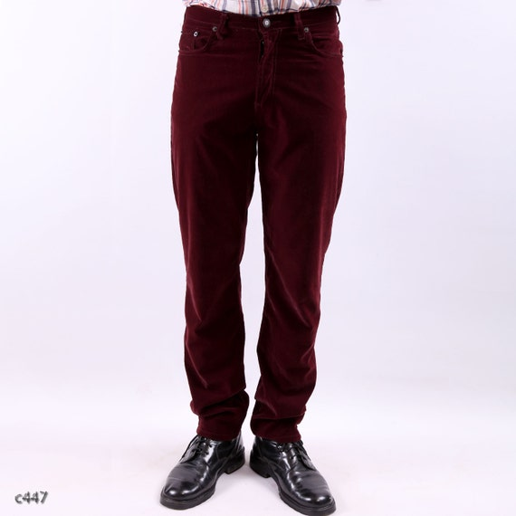 Achieve easygoing style at the office, on the golf course, or at your next laid-back function with casual pants for men by Brooks Brothers. Shop chino pants, men's jeans and stretch pants in a variety of looks and fits with choices including slim or relaxed, pleated or plain, cuffed or regular.