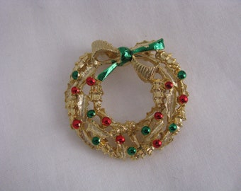 Gold tone holiday wreath pin brooch signed GERRYS Christmas pin