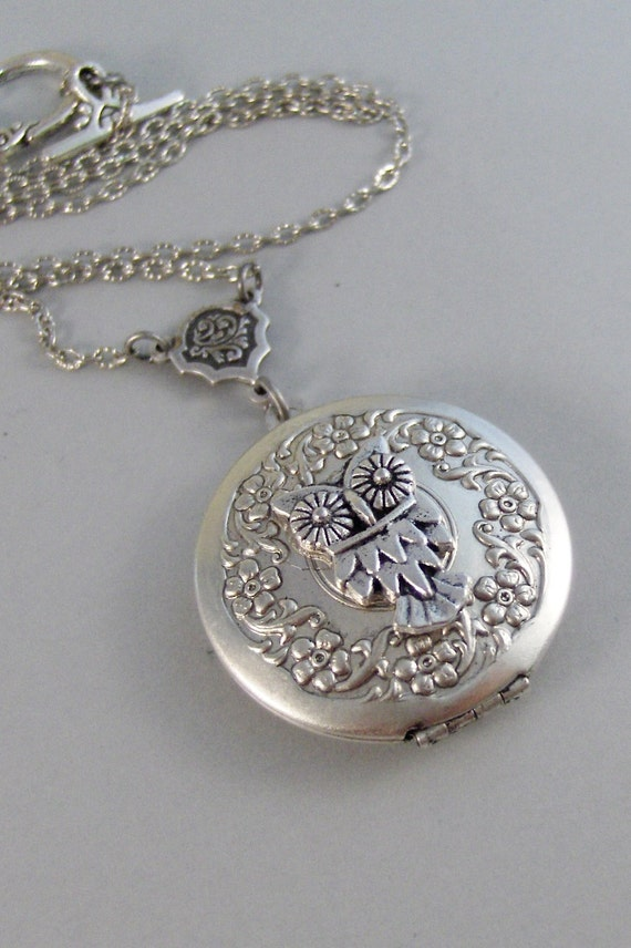 Little Owl,Owl,Locket,Silver Locket,Silver Necklace,Owl,Silver,Woodland,Antique Locket. Handmade jewelry by valleygirldesigns.