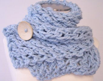 Chunky Knit Scarf Button Scarf in Pale Blue, Chunky Knit Button Cowl, Big Knit Blue Scarf, Chunky Knit Button Scarf, Winter Trends
