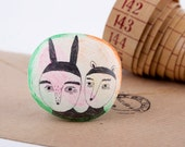 Friendship Brooch, Two Friends, Art, Pencil Drawing on Pin, Air Dry Clay, Handmade Jewelry, Weird, Perfect Gifts,  Brosche, 友誼, Porcelain