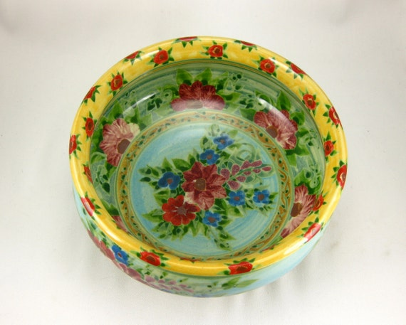 Yellow porcelain serving bowl with excentuated lip
