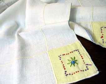 Vintage Table Cloth - Card Table Linen Embroidered Corners Tablecloth 8476