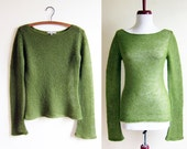 Vintage 1990s Sweater / OLIVE GREEN Boat Neck Loose Knit Spring Sweater / Size Small