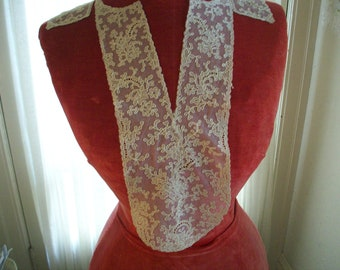 1920s antique fine lace collar of embroidery on net back and front