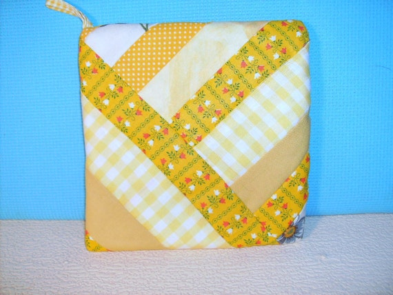 Yellow POTHOLDER Quilt Design String Pattern Bright Patchwork Gold Scrappy Hot Pot Holder Hand Made in US, Sunshine Cottage Beach Loft