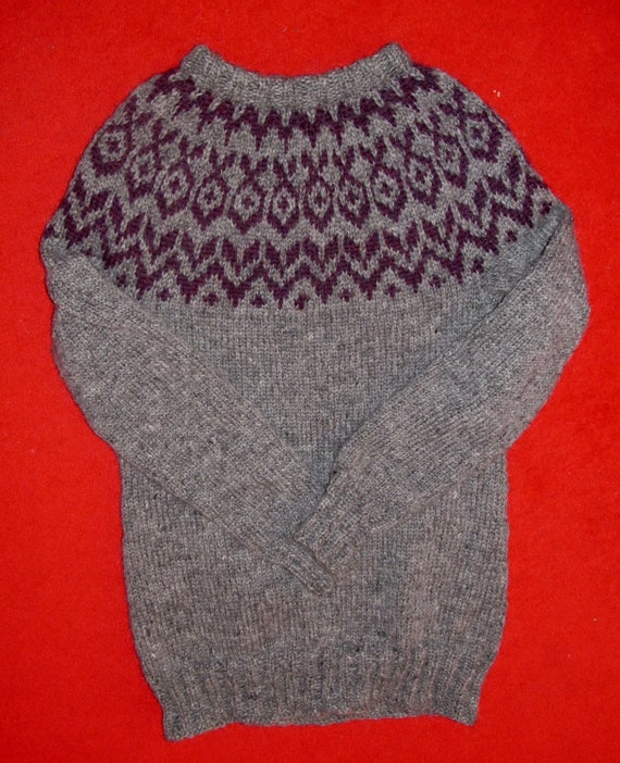 Hand knit Icelandic sweater 100% natural
