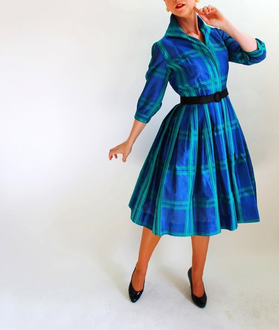 40% Off Sale - Vintage 1950s Navy Blue Green Plaid Shirt Dress. Shirtdress. Mad Men Fashion. Holiday Party Dress. Fall Fashion. Size Medium
