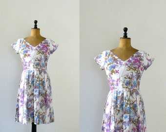 Vintage 1950s dress. lilac floral print dress. 50s pleated skirt dress