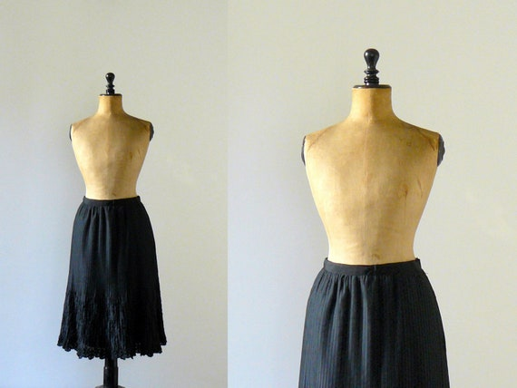 Vintage 1960s black pleated embroidered skirt