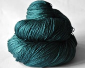 Giant clam closing forever - Silk Lace Yarn - knotty skein