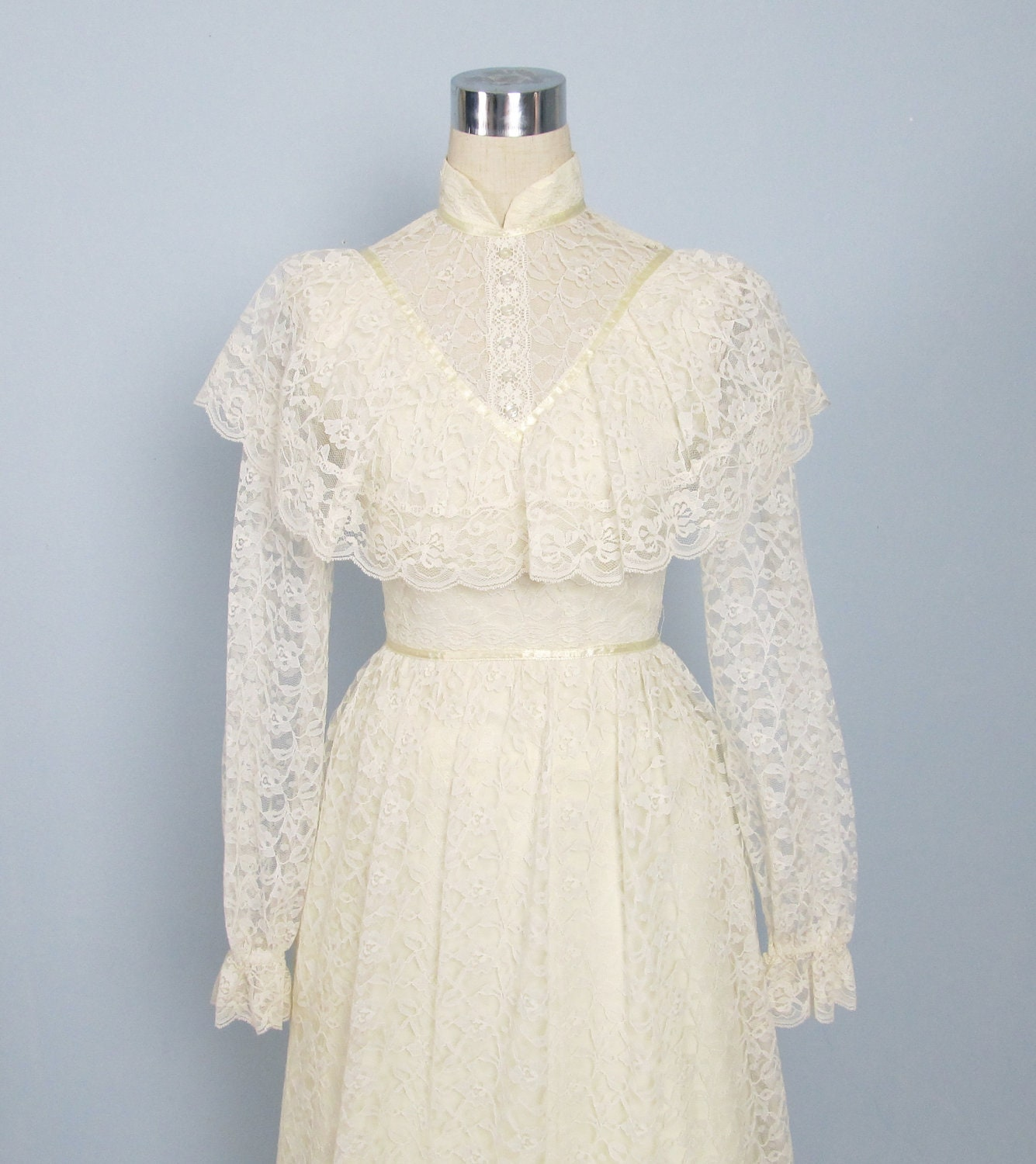 Vintage 1970 39 s creme victorian lace wedding dress long for 1970s wedding dresses for sale