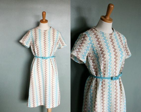 20 Dollar Sale - Vintage 60s ZIG ZAG Scooter Dress - Women Medium Large - Blue, Beige, and White