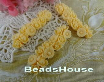 409-00-Ca 4pcs Mini Flowers Cabochon - Ivory