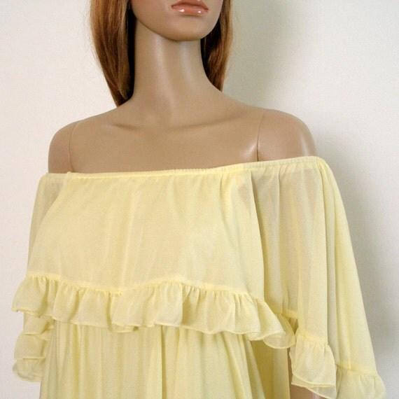 1970s Maxi Dress / 60s Bridesmaid Wedding Dress / Pale YELLOW Empire Waist / SM