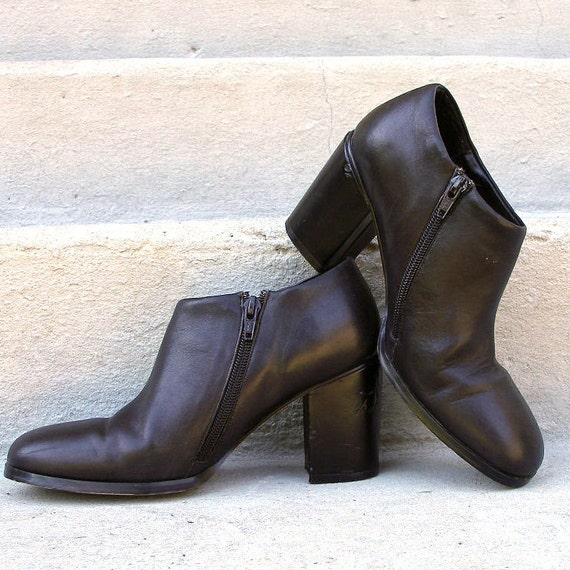 1990s Ankle Boots / 90s BLACK Chunky Heel Side Zip Booties / 7 7.5M