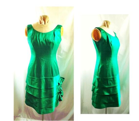 1960s wiggle dress / Emerald Green 60s cocktail dress / the emerald city dress