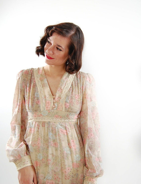 Clearance - sale - Vintage 1970s Dress - 70s Hippie Dress - Gunne Sax Style