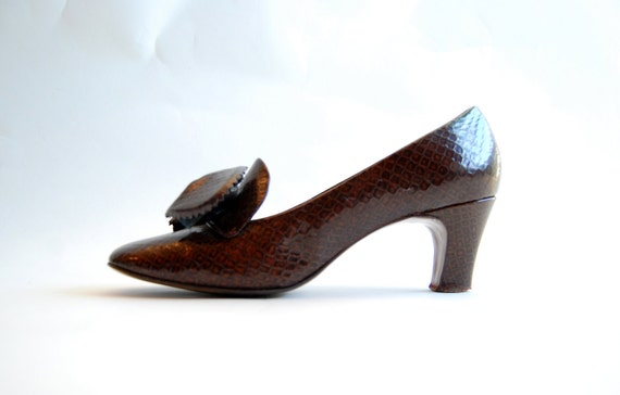 Vintage 1960s Shoes - 60s Brown Shoes - Faux Snakeskin with Bows