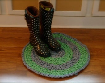 Round Rag Rug, made with recycled cotton fabrics, crocheted cotton fabric rug