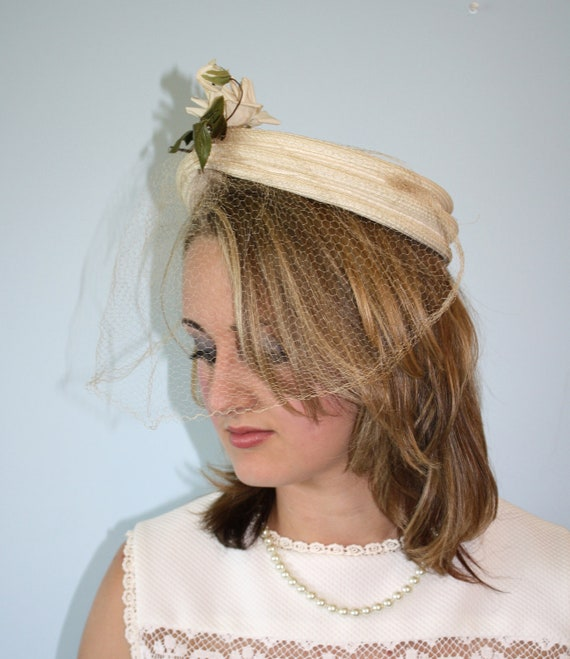 1950's Hat / Vintage IVORY White Pillbox Hat / Full Veil / WEDDING / Millinery Rose