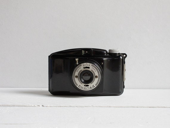 Miom Photax III VA camera, A French Bakelite camera from the 50's