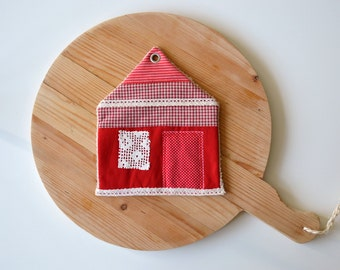 sale - new house gift - red and white cottage potholder - housewarming gift - cottage style kitchen - patchwork - trivet - foodie gift