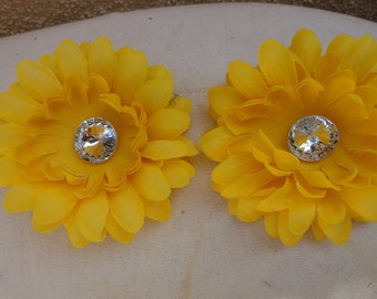 Cute   flower  with back  clip  yellow color  2 pieces listing
