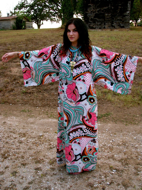 Vintage 1970s Hippie Bohemian MAXI Dress in Psychedelic Pucci Print