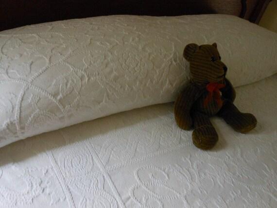 New Old Stock Heavyweight Woven Matelasse Bedspread Twin Size