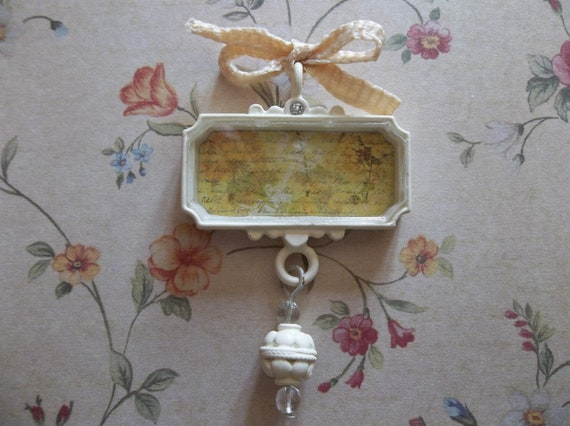 Cottage Chic Ivory Trinket Fall Leaves on Script Pendant under Acrylic Glass with Bow, Rhinestone & Dangle - Qty 1