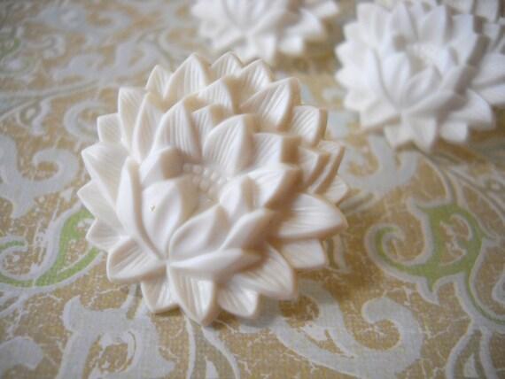 Vintage White Flower Curtain Tie Backs or Repurpose Push Pins 4