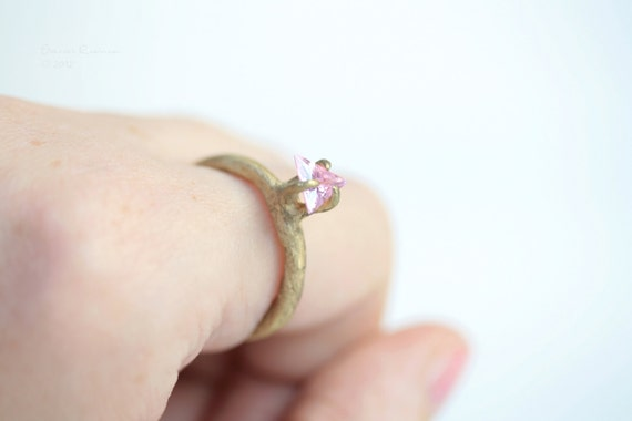 Prong Ring Brass with pink Zirconia Organic Look T14