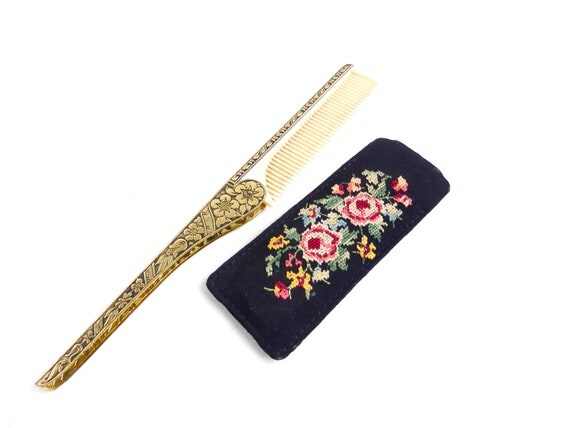 Vintage Folding Comb with Embroidered Pouch / 1940s