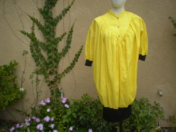 A vintage 1980s bright sunny yellow  and black shirt dress size S M