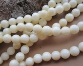 5 str-- A Grade Natural White Coral 6mm Round Beads