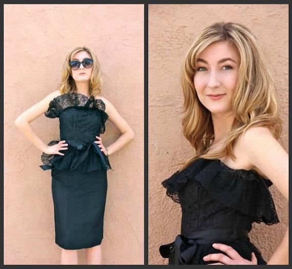 1980's. lace bust. peplum. cocktail dress. ribbon belt. vintage dress. Sz xs/s.